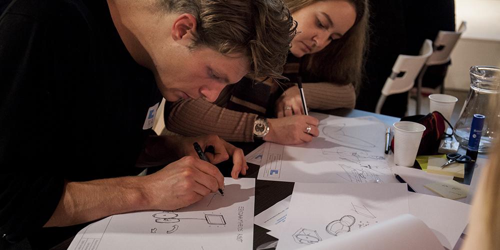 De Ideation fase in het Design Thinking process gaat over het visueel maken van je ideeën door middel van design schetsen